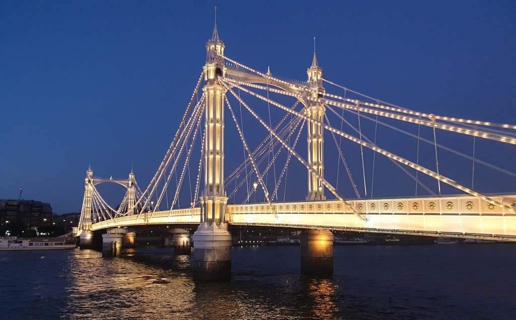 No Chelsea related posting without a picture of Albert Bridge